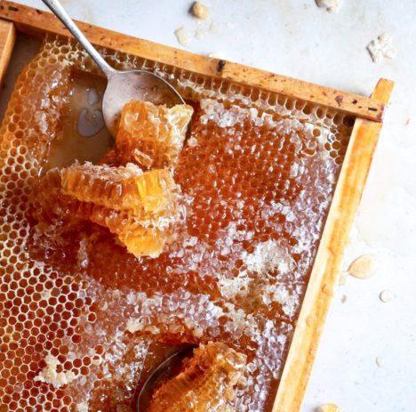 Pure Honingraam Grazing Table